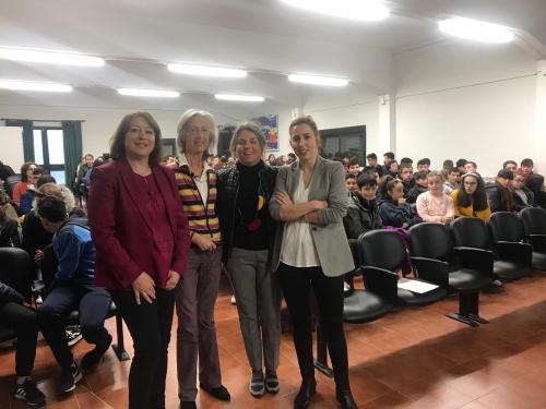 La Académica Alicia Estévez, comprometida con el estímulo de vocaciones científicas desde la igualdad