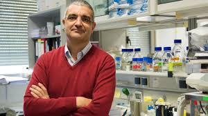 O Prof. Xosé R. Bustelo recibe o IX premio de investigación oncolóxica García Garregal