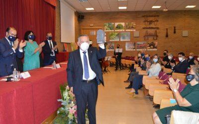 O académico Antonio Rigueiro recibe o Premio Luís Porteiro Garea pola súa contribución ao uso do galego no ámbito académico